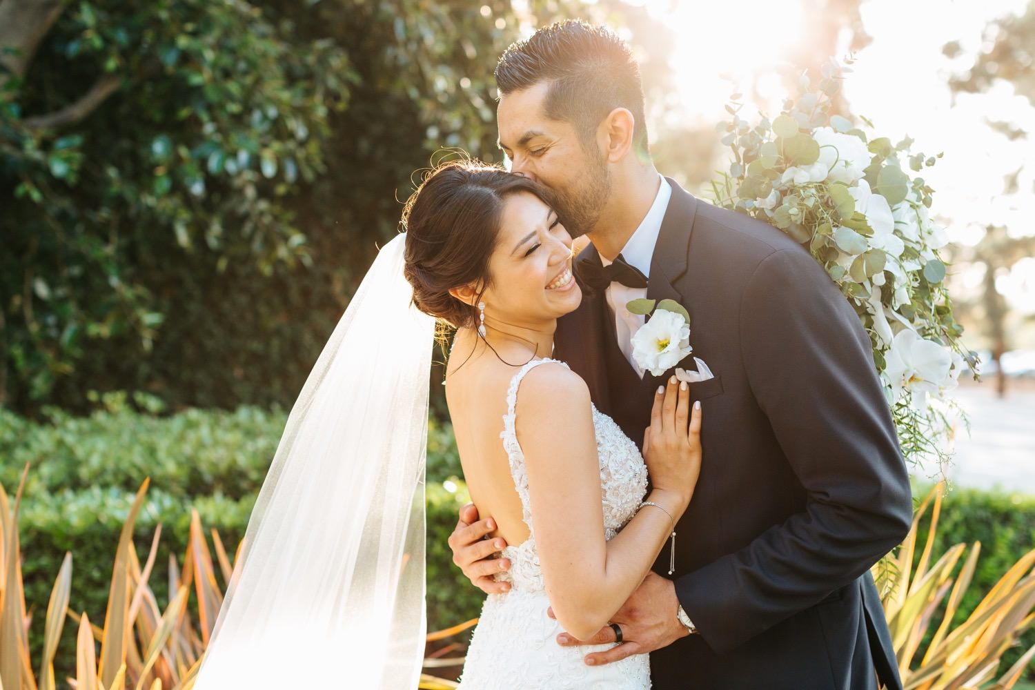 Romantic and dreamy bride and groom photos - LA Wedding - https://brittneyhannonphotography.com