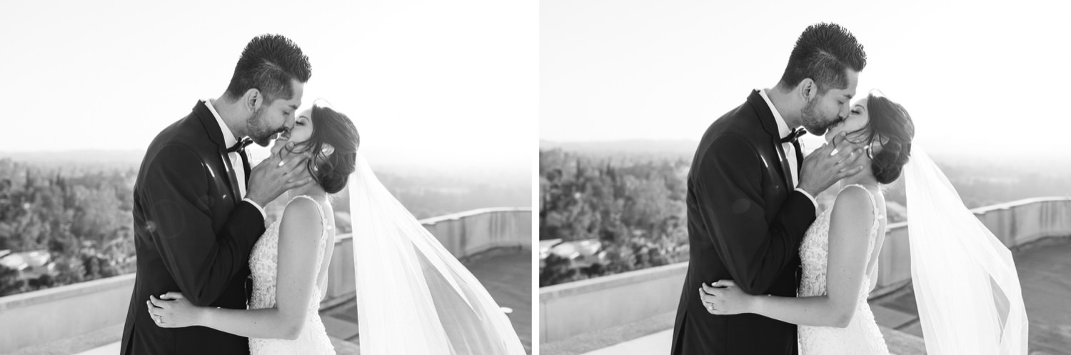 Timeless black and white wedding photos - black and white bride and groom photography - https://brittneyhannonphotography.com